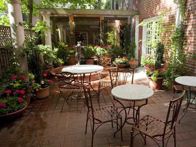 como decorar un patio interior