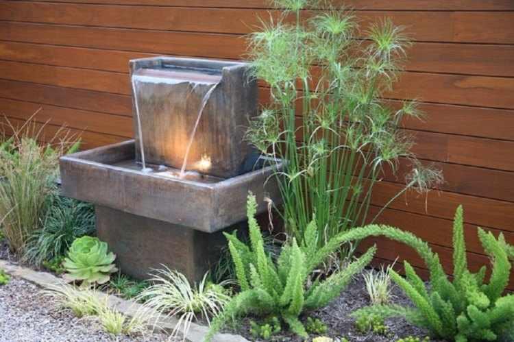 Fuentes de agua para jardines peque os for Cascada exterior