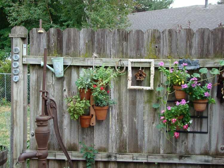 Decoracion de jardines peque os con adornos - Decoracion aticos pequenos ...