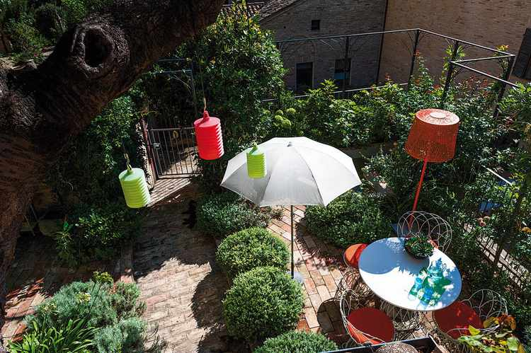 como decorar un jardin pequeño con flores