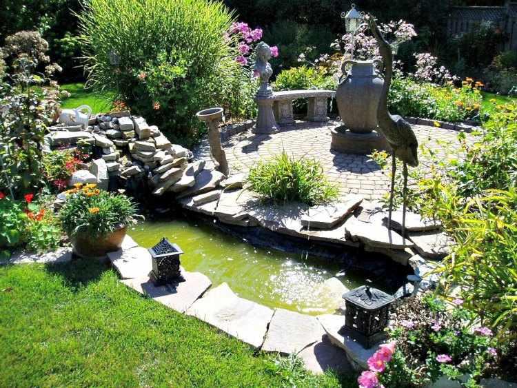 Decoracion de jardines peque os con adornos for Adornos metalicos para jardin